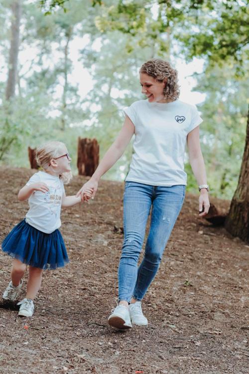moeder dochter in het bos